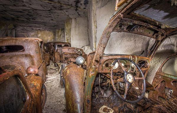 perierga.gr - Εντοπίστηκαν αυτοκίνητα του Β΄ Παγκοσμίου πολέμου!