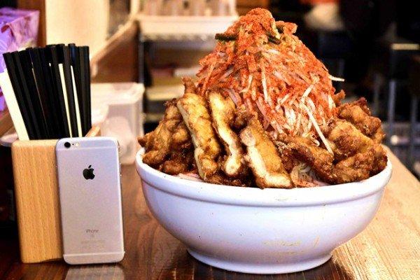 Perierga.gr-Ιαπωνικό εστιατόριο δίνει 438$ σε όποιον καταφέρει να φάει αυτό το πιάτο σε 20 λεπτά