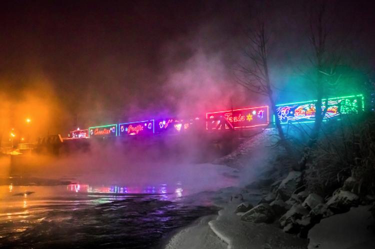 perierga.gr - Τα γιορτινά τρένα του Καναδά!