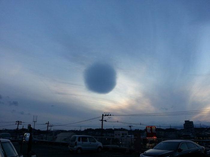 perierga.gr - Παράξενο σφαιρικό νέφος στον ουρανό της Ιαπωνίας