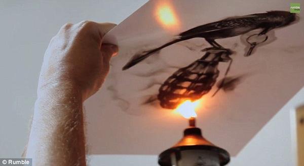 Perierga.gr-Καλλιτέχνης χρησιμοποιεί την φωτιά για να δημιουργήσει έργα τέχνης