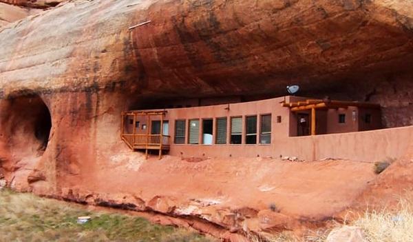 perierga.gr - Σπίτι χτισμένο μέσα σε βράχο!
