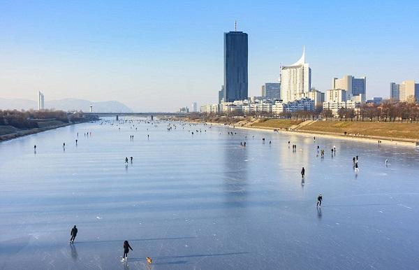 perierga.gr - Πάγωσε ο Δούναβης στη Βιέννη μετά από 30 χρόνια!