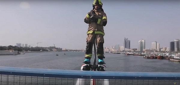 perierga.gr - Ιπτάμενοι πυροσβέστες στο Ντουμπάι!