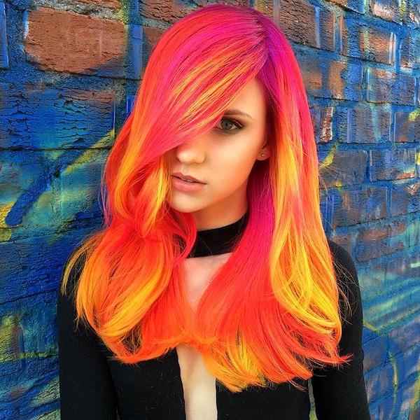 Perierga.gr-Είναι τα μαλλιά που φωσφορίζουν η νέα μόδα του 2017;