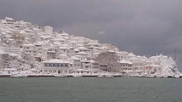 perierga.gr - Η χιονισμένη Σκόπελος έγινε viral!