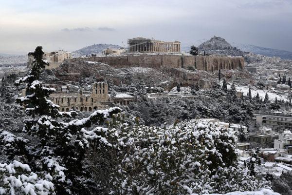 Perierga.gr-H χιονισμένη Ακρόπολη και η Αθήνα ντυμένη στα λευκά το πρωί