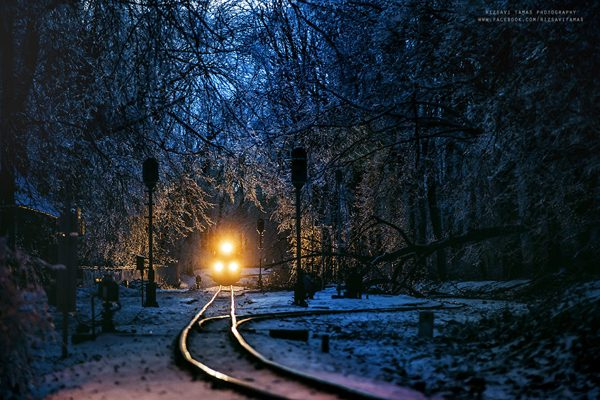 Μαγευτικές φωτογραφίες από τρένα μέσα σε χιονισμένα τοπία