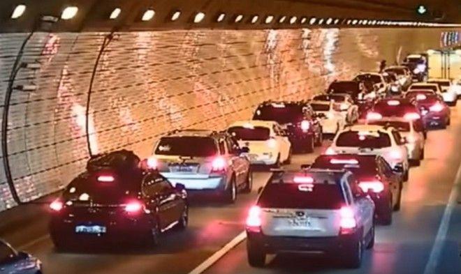 Perierga.gr - Πολιτισμός! Ατύχημα σε τούνελ στη Ν. Κορέα και η αντίδραση των οδηγών