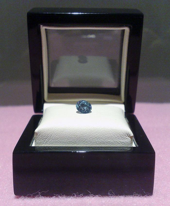 perierga.gr - Εταιρεία μετατρέπει τους νεκρούς σε διαμάντια!