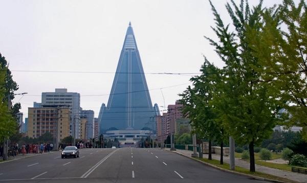 perierga.gr - Το μεγαλύτερο εγκαταλειμμένο κτήριο στον κόσμο!