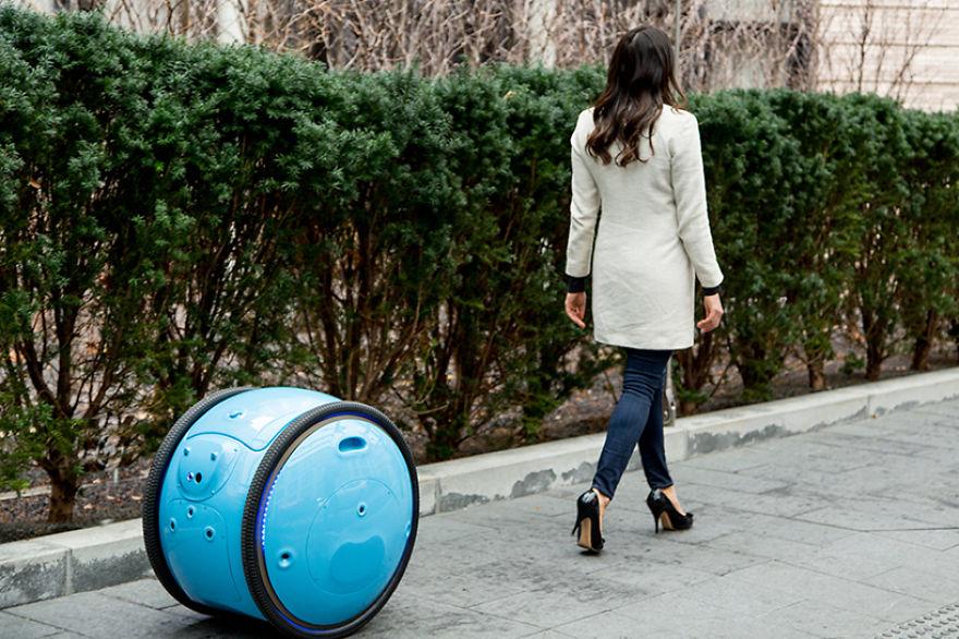 Perierga.gr - Ρομπότ μεταφέρει τα ψώνια ακολουθώντας μας και φέρνει επανάσταση!