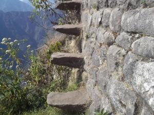 """perierga.gr - Τα """"σκαλιά του τρόμου"""" για εκπληκτική θέα στο Μάτσου Πίτσου!"""