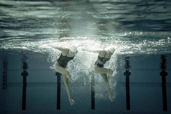 Perierga.gr-Εκπληκτικές υποβρύχιες φωτογραφίες από την συγχρονισμένη κολύμβηση