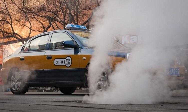 perierga.gr - H Κίνα αντικαθιστά 67.000 συμβατικά ταξί με ηλεκτροκίνητα!