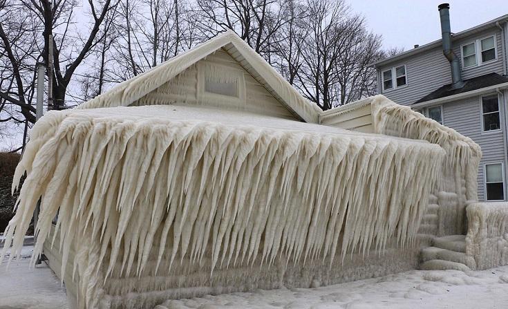perierga.gr - Πάγος κάλυψε κατοικία στη Ν. Υόρκη