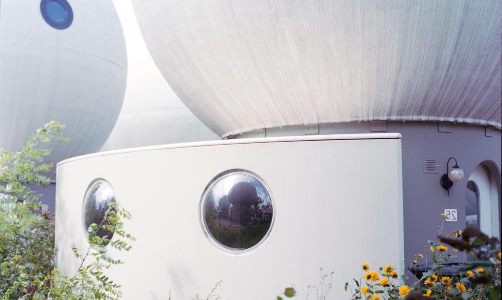 perierga.gr - Γειτονιά στην Ολλανδία μοιάζει βγαλμένη από ταινία επιστημονικής φαντασίας!