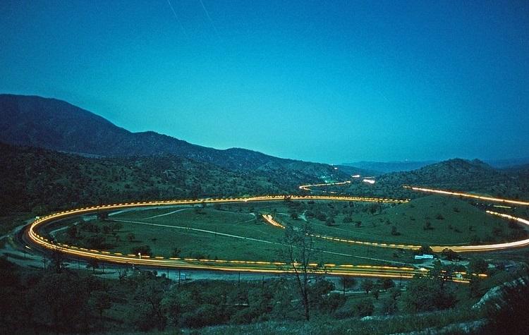 Perierga.gr   Σιδηροδρομική γραμμή επιτρέπει στο τρένο να περνά πάνω από τον εαυτό του!