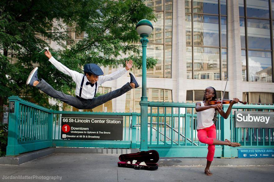 perierga.gr - Παιδιά χορεύουν στους δρόμους