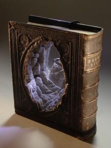 Εντυπωσιακά έργα τέχνης κατασκευασμένα από... βιβλία!