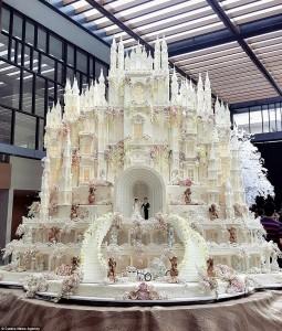 Επικές γαμήλιες τούρτες προκαλούν θαυμασμό