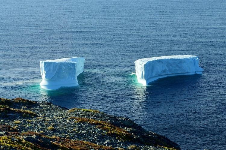 perierga.gr - Γιγάντια κομμάτια πάγου ταξιδεύουν προς τον Νότο