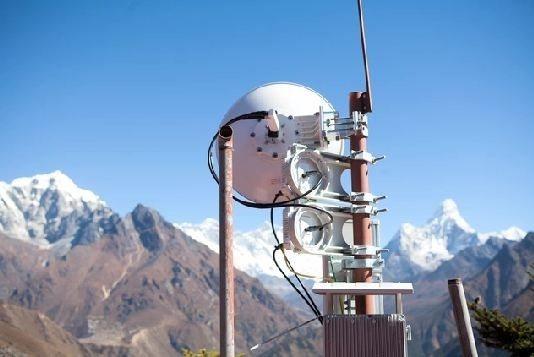 perierga.gr - Στην κορυφή του Έβερεστ υπάρχει σήμα στο κινητό!