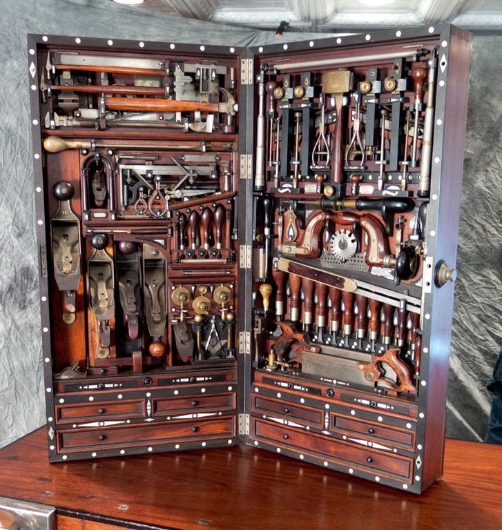 perierga.gr - Εργαλειοθήκη του 19ου αιώνα χωράει 300 εργαλεία!