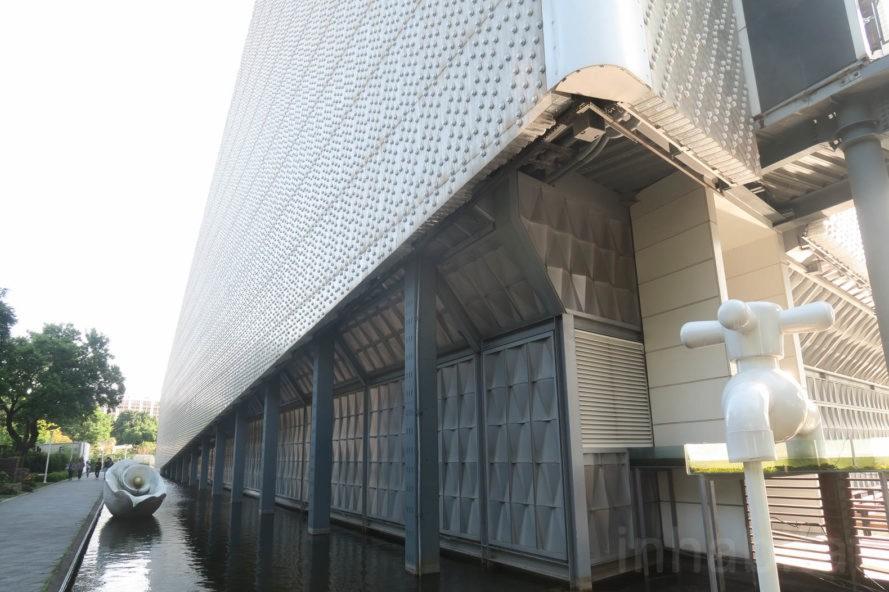 perierga.gr - Κτήριο από 1,5 εκ. πλαστικά μπουκάλια αντιστέκεται σε πυρκαγιές και σεισμούς