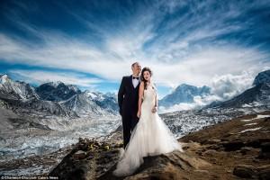Ζευγάρι παντρεύτηκε στην κορυφή του Έβερεστ μετά από ανάβαση 3 εβδομάδων!