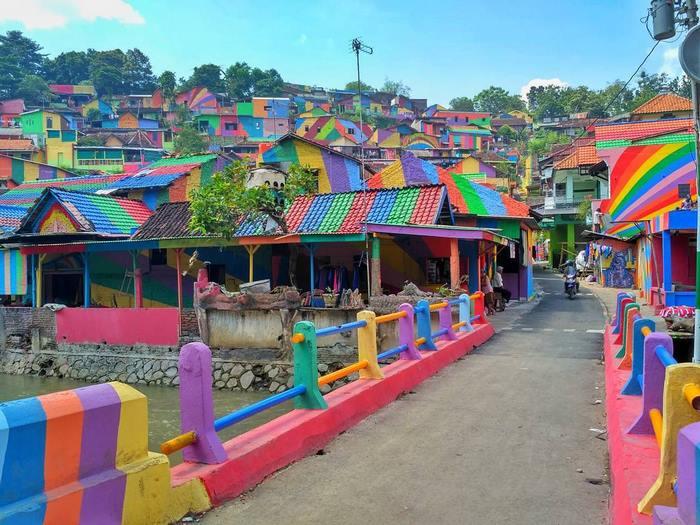 perierga.gr - Παραγκούπολη μεταμορφώθηκε σε πολύχρωμο χωριό!