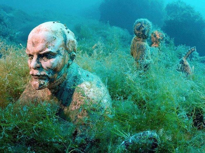 perierga.gr - Υποβρύχιο μουσείο αφιερωμένο στην κατάρρευση της Πρώην Σοβιετικής Ένωσης!