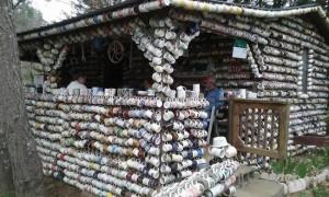 Το παράξενο σπίτι των... φλιτζανιών!