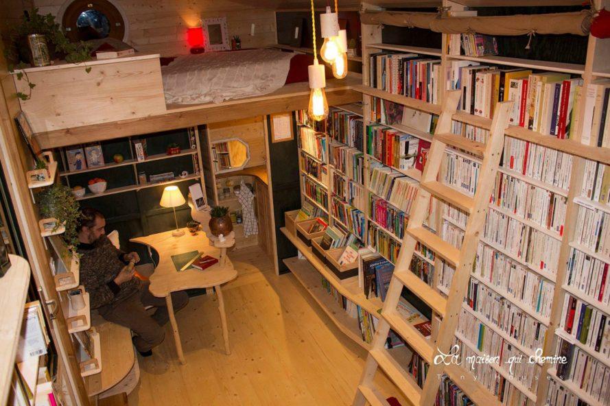 perierga.gr - Ταξιδεύοντας στη Γαλλία με μια μικρή... βιβλιοθήκη!
