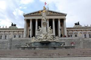 To Κοινοβούλιο της Αυστρίας μοιάζει με αρχαίο ελληνικό ναό!