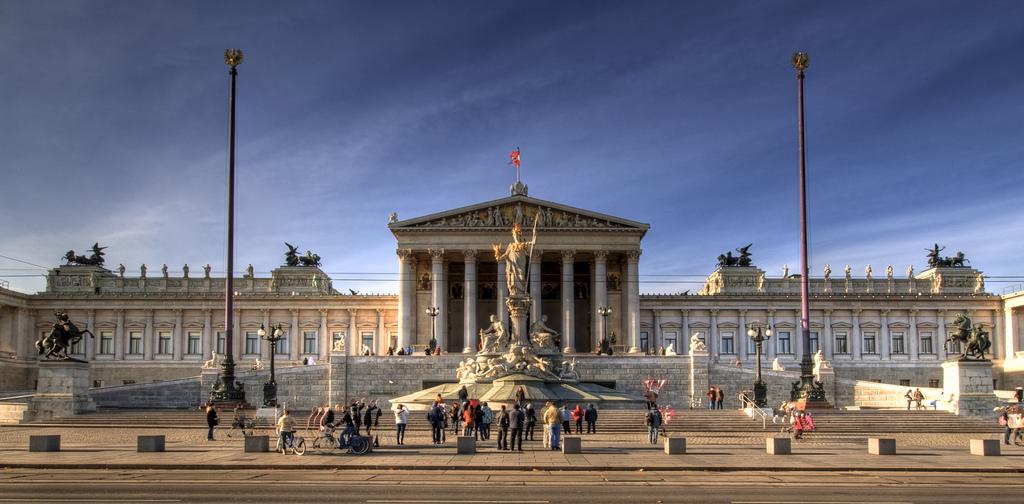 """perierga.gr - To """"αρχαιοελληνικό"""" Κοινοβούλιο της Αυστρίας!"""