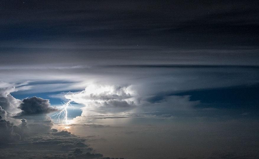 perierga.gr - Αστραπές & καταιγίδες από το πιλοτήριο!