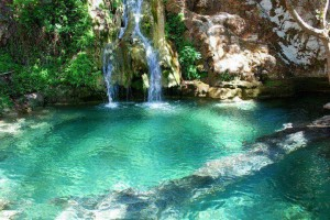 """Η πανέμορφη """"γαλάζια λίμνη"""" της Ελλάδας!"""