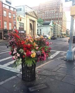 Κάδοι της Ν. Υόρκης μεταμορφώνονται σε βάζα με λουλούδια!