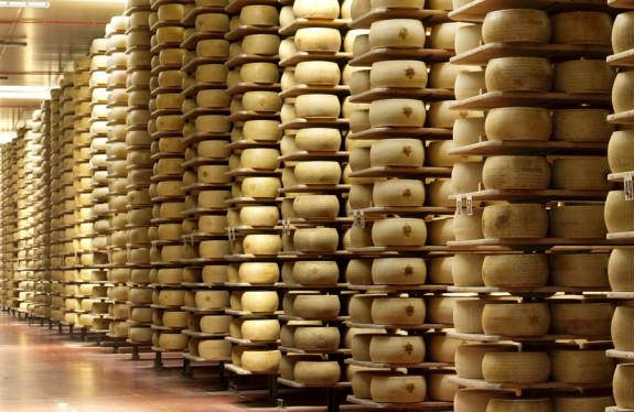 perierga.gr - Τράπεζα στην Ιταλία ζητά για εγγύηση… τυριά!