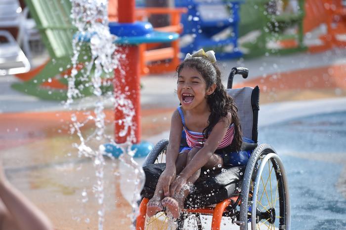 Άνοιξε το πρώτο υδάτινο πάρκο αναψυχής για άτομα με ειδικές ικανότητες και είναι εκπληκτικό!