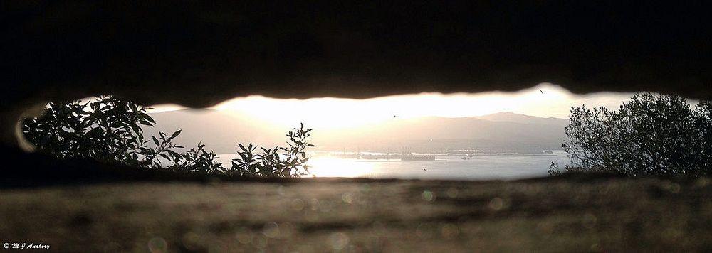 perierga.gr - Tο μυστικό του βράχου του Γιβραλτάρ