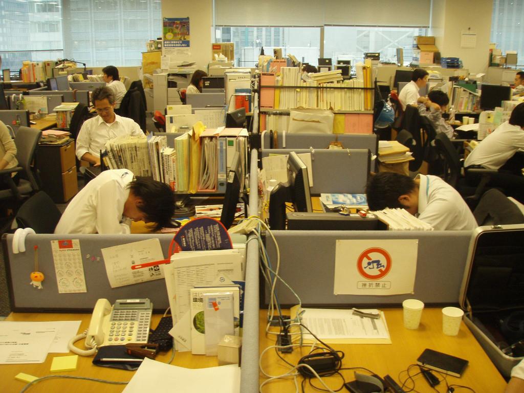 perierga.gr - Ύπνος εν ώρα εργασίας; Μια παράξενη ιαπωνική συνήθεια!