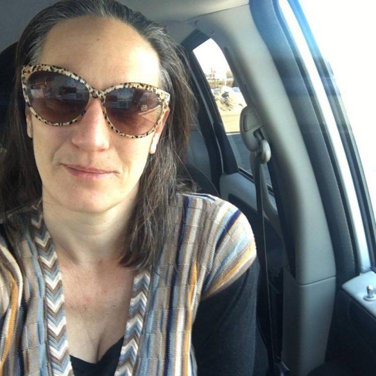perierga.gr - Ταξίδεψε 5 χρόνια στον κόσμο για να γνωρίσει τους 626 φίλους της στο FB!