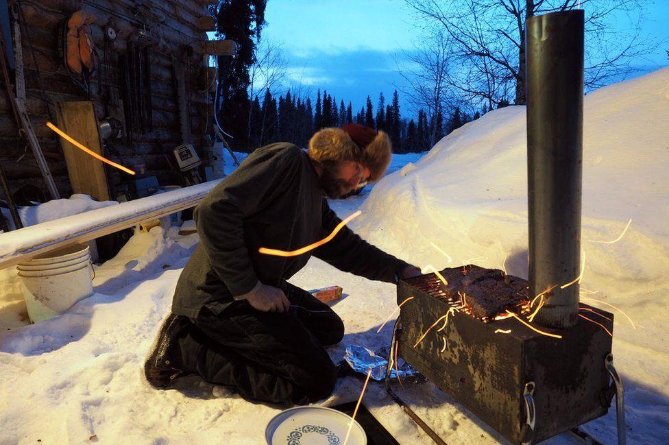 perierga.gr - Οικογένεια ζει 18 χρόνια απομονωμένη στην Αλάσκα!