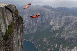 Base Jumping από τον βράχο Kjerag στη Νορβηγία!