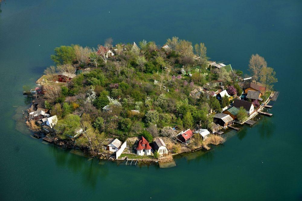 perierga.gr - Όμορφα νησάκια σε λίμνη δημιουργούν υπέροχες εικόνες!