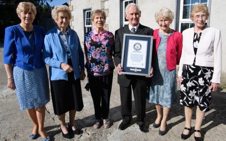 perierga.gr - 1.073 χρόνια για τα 13 μέλη της πιο γηραιάς οικογένειας του κόσμου!