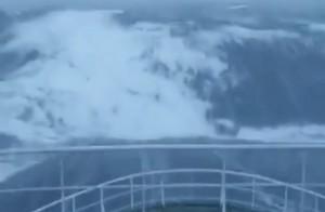 Κύμα 30 μέτρων «καταπίνει» πλοίο στη Βόρεια Θάλασσα