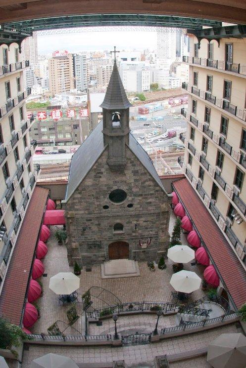 perierga.gr - Παρεκκλήσι του 14ου αι. στην πρόσοψη ξενοδοχείου!